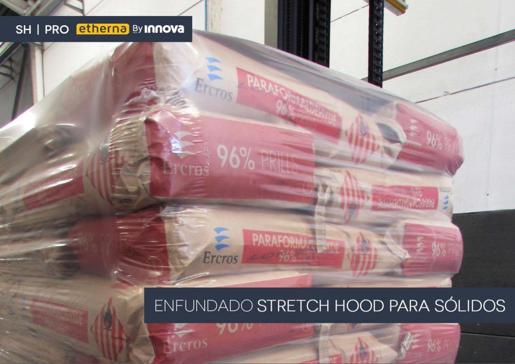 Palet de sacos de producto químico enfundado con Stretch Hood